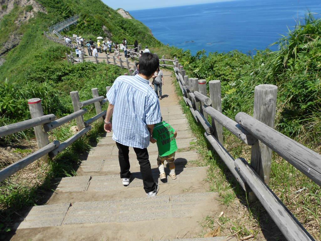 岬の先端へ続く道
